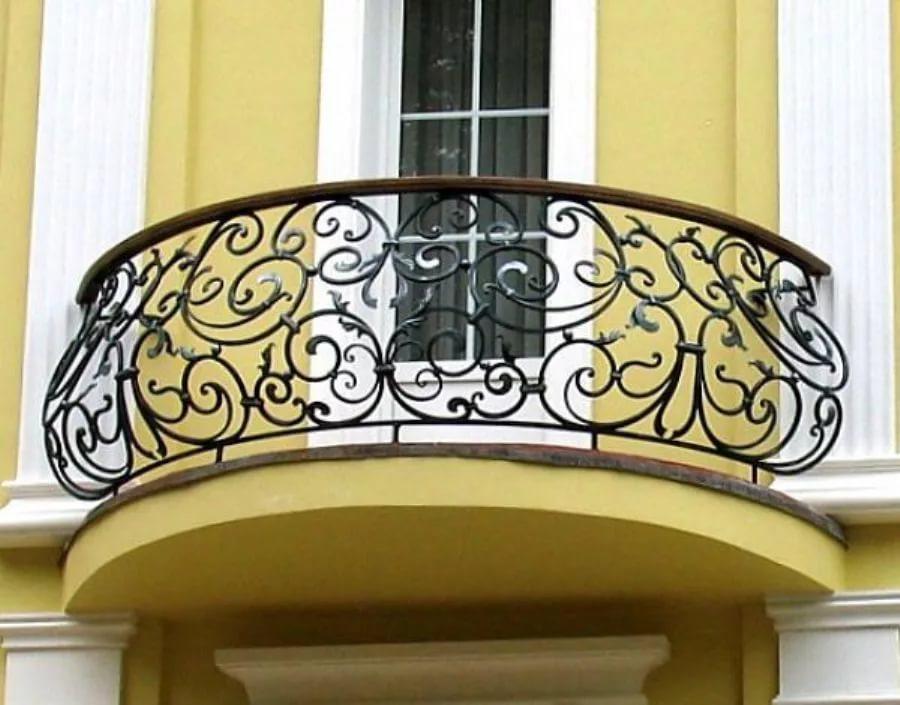 Кованые перила на балкон - достоинства и этапы установки.