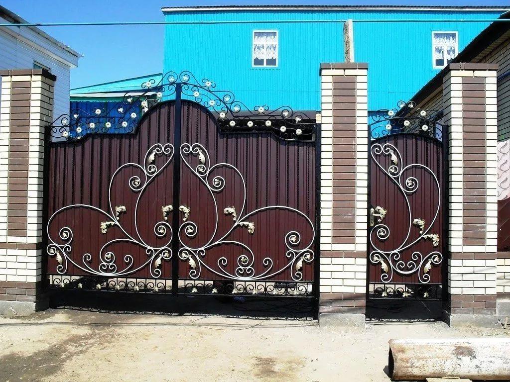 ворота с калиткой профнастил ковкой